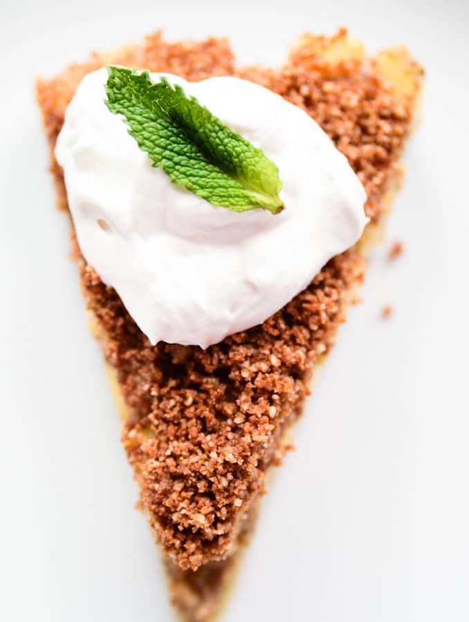 Raw Vegan Apple Pie with Cinnamon-Pecan Streusel