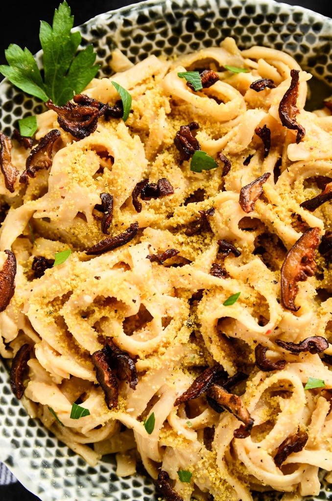 Creamy Carbonara Pasta with Shiitake Bacon | vegan and gluten-free