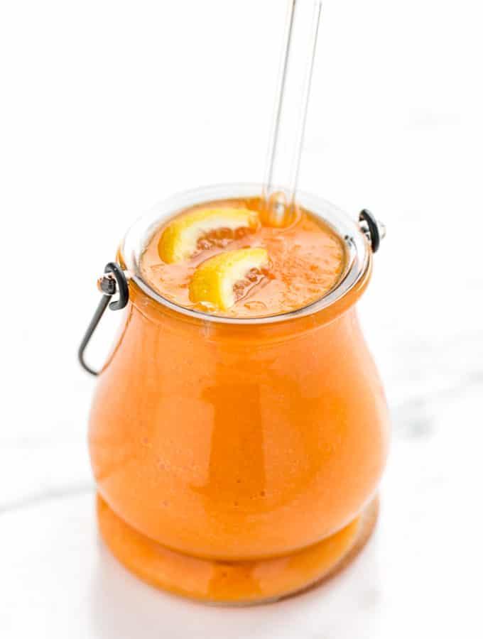 Uplifting Carrot, Mango & Ginger Smoothie