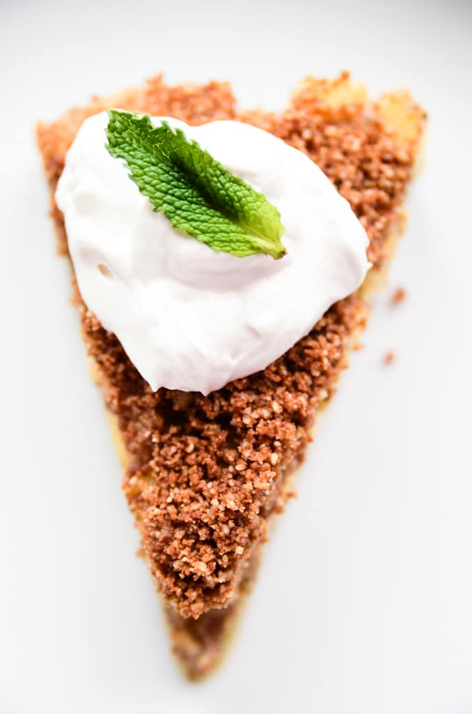 Raw Vegan Apple Pie with Cinnamon-Pecan Streusel