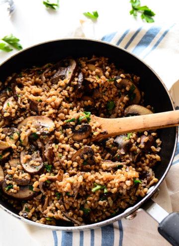 No-Fuss Garlicky Farro with Sautéed Mushrooms (vegan)