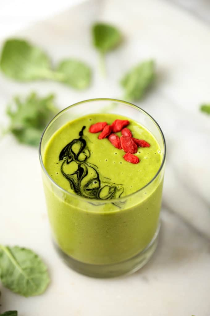 Glowing Green Mango + Kale Smoothie | A refreshing way to start the day with a dose of veggies!