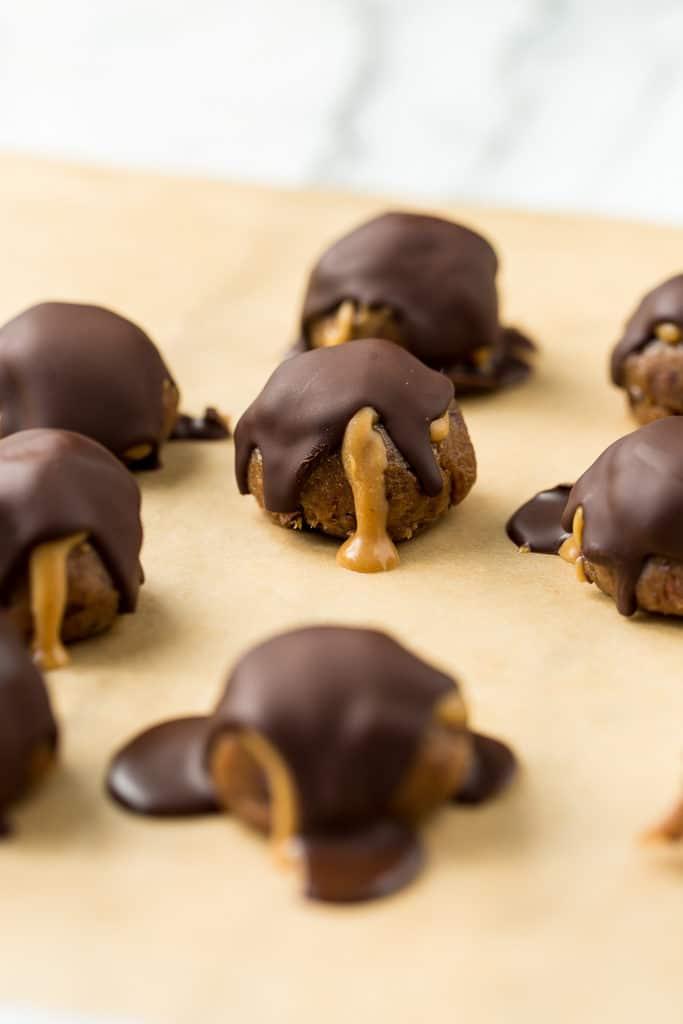 Vegan Peanut Butter Cacao Crunch Date Caramel Truffles
