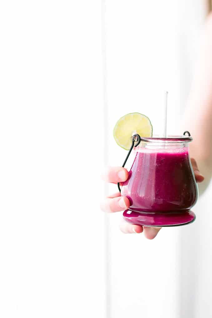 Beet-the-Heat Pink Detox Smoothie | This plant-powered smoothie is packed to the brim with detoxifying goodness + ultra refreshing!