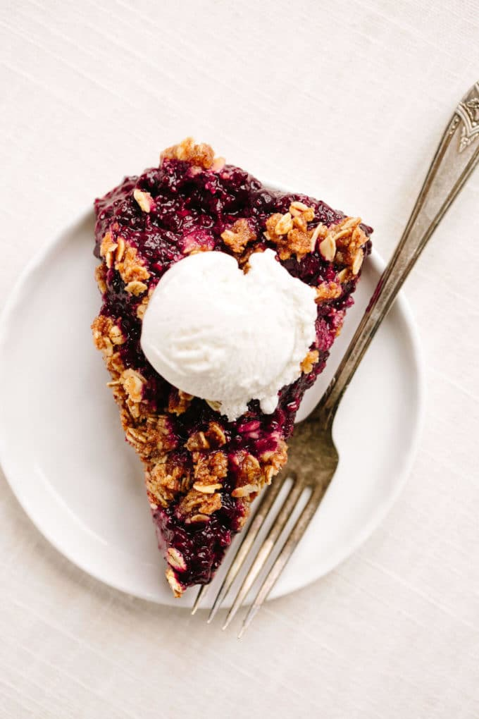 No-Bake Vegan Berry Chia Crumble Pie