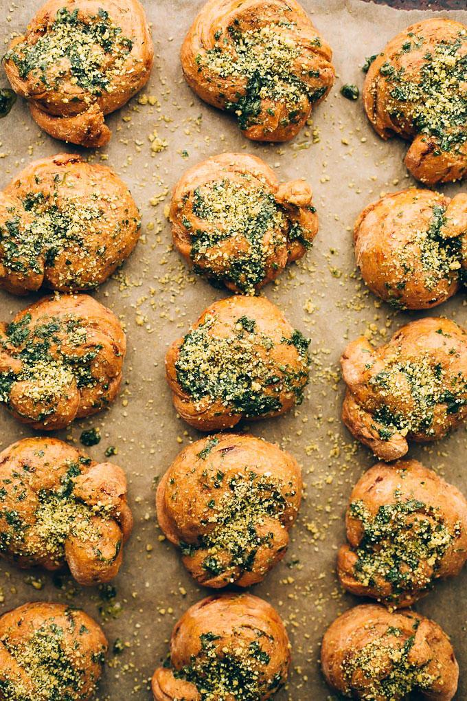 Vegan Sundried Tomato Parmesan Garlic Knots